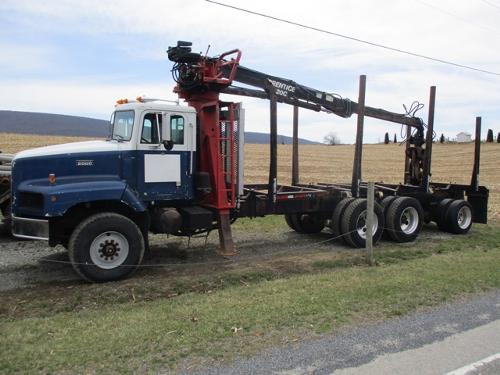 1996 International Paystar-5000 tri-axle log truck
